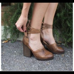 Free People Cora wrap shoes size 38 - distressed
